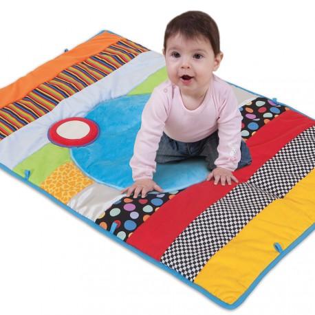 Bebé sobre alfombra de textura