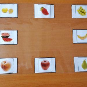 Tablero visual con frutas