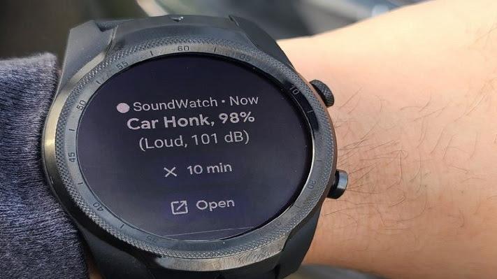 Vista detallada el reloj inteligente con aplicación