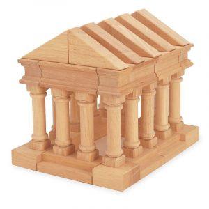 Piezas de madera formando un templo romano