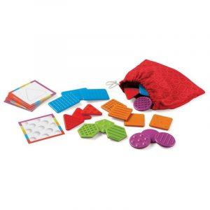 Bolsa con fichas plásticas con diversas texturas y tarjetas visuales